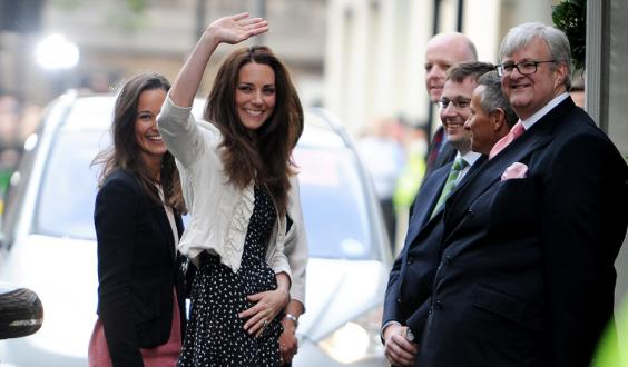 kate-middleton-outside-hotel-alamy_0